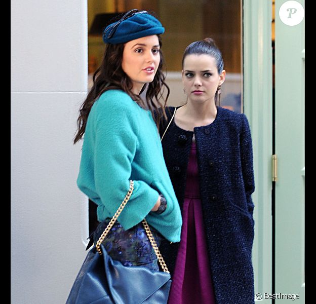 Leighton Meester et Roxane Mesquida sur le tournage de Gossip Girl dans l'Upper East Side à New York le 25 octobre 2011