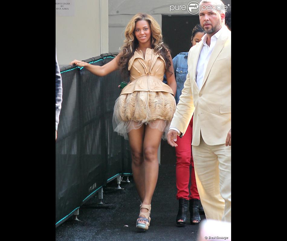 Sa robe est trop courte
