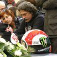 Paolo et Rossella lors de l'enterrement de leur fils Marco Simoncelli le 27 octobre 2011 à Coriano