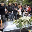 Paolo Simoncelli et sa fille Martina lors de l'enterrement de son fils Marco Simoncelli le 27 octobre 2011 à Coriano