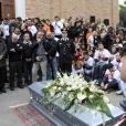 Anonymes et proches ont rendu un dernier hommage au jeune pilote Marco Simoncelli le 27 octobre 2011 à Coriano