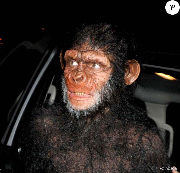 Heidi Klum arrive à la soirée organisée par elle et son mari Seal, déguisée en singe, à New York, le 31 octobre 2011.