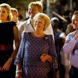 Grosse ambiance à Curaçao lors du festival Brionplein, où la princesse Maxima a frappé fort en rouge et noir, très complice avec son mari le prince Willem-Alexander.   La reine Beatrix, le prince Willem-Alexander et la princesse Maxima des Pays-Bas faisaient escale pour 48 heures à Curaçao, les 1er et 2 novembre 2011, dans le cadre de leur visite officielle de dix jours dans les Antilles.