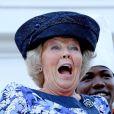 La reine Beatrix en visite d'une école hôtelière à Willemstad.   La reine Beatrix, le prince Willem-Alexander et la princesse Maxima des Pays-Bas faisaient escale pour 48 heures à Curaçao, les 1er et 2 novembre 2011, dans le cadre de leur visite officielle de dix jours dans les Antilles.