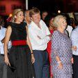 La reine Beatrix, le prince Willem-Alexander et la princesse Maxima des Pays-Bas faisaient escale pour 48 heures à Curaçao, les 1er et 2 novembre 2011, dans le cadre de leur visite officielle de dix jours dans les Antilles.