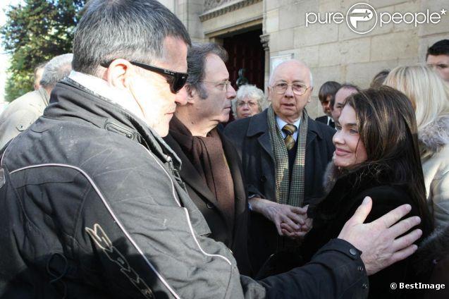 Sa fille France et Jean-Marie Bigard aux obséques de Robert Lamoureux, Daniel Russo est aussi présent.