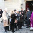 Sa fille France, son autre fille, des proches aux obséques de Robert Lamoureux. Son cercueil a été longuement applaudi à la sortie de l'égise.
