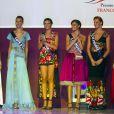 Delphine Wespiser (Miss Alsace), Charlotte Murray (Miss Côte d'Azur), Maud Pisa (Miss Lorraine), Cindy Letoux (Miss Limousin), Megghann Samson (Miss Île-de-France), Laura Madelain (Miss Midi-Pyrénées) lors de la Nuit Miss France, à Mexico. Le 10 novembre 2011