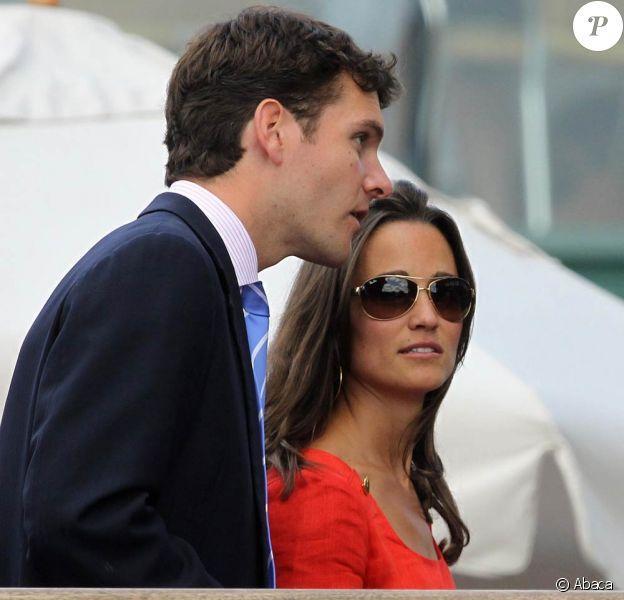 Entre Pippa Middleton et Alex Loudon, c'est fini : le jeune financier ne pouvait plus vivre avec une star... Il a rompu début novembre 2011.
