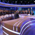 Les 33 Miss, Laury Thilleman et Alain Delon sur le plateau du 13h de TF1, mardi 15 novembre 2011