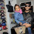 Swizz Beatz et sa fille Nicole, 3 ans et demi, à la boutique Auguste à Bastille pour la présentation et la dédicace de la chaussure que le producteur a dessinée pour la marque Reebok. Le 17 novembre 2011