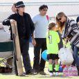 Charlie Sheen, Denise Richards et leur fille Lola soutiennent l'aînée Sam lors de son match de football, à Calabasas, le 19 novembre 2011.