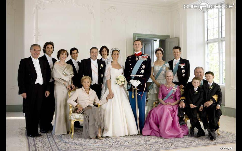 Préférence Photo de famille au mariage de Marie Cavallier et Joachim de  QA37