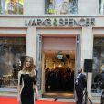 """""""Rosie Huntington-Whiteley superbe lors de l'ouverture officielle de Marks & Spencer à Paris le 24 novembre 2011 dans la matinée."""""""