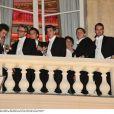 Les cavaliers des débutantes ont pris une pause bien méritée lors du Bal organisé le 26 novembre 2011 à l'hôtel de Crillon à Paris.