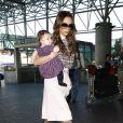 Victoria Beckham et son adorable fille Harper à la pointe de la mode, se rendent à l'aéroport de Los Angeles le 26 novembre 2011