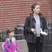 Maggie Gyllenhaal : Enceinte, elle reste une maman poule qui grignote