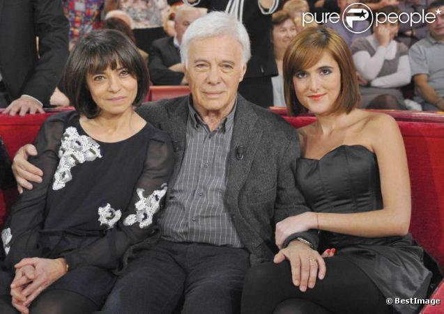 Guy Bedos avec ses filles Victoria et Leslie dans l'émission Vivement Dimanche diffusée le 4 décembre 2011 - au Studio Gabriel le 1er décembre 211