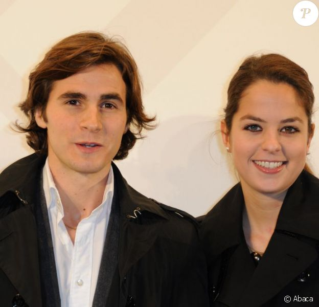Anouchka Delon et son compagnon Julien Dereins à la soirée Burberry organisée à l'Ambassade de Grande-Bretagne à Paris le 1er décembre 2011