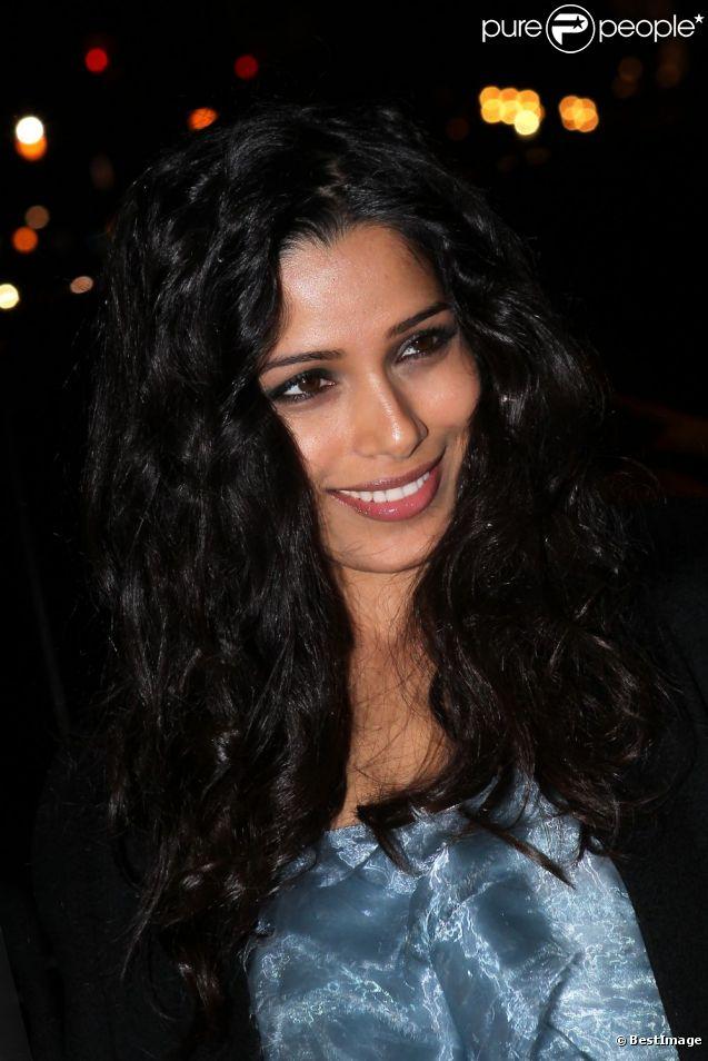Arrivée de Feida Pinto au défilé Chanel Paris-Bombay le 6 décembre 2011