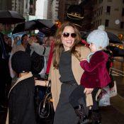 Angelina Jolie : Course aux cadeaux avec son amoureux et leurs six enfants !