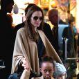 Angelina avec Vivienne et Zahara, à New York. 7 décembre 2011
