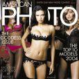Le mannequin superstar Adriana Lima, en première ligne pour faire la Une du magazine Photo. Mars 2004.