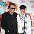 Johnny Hallyday et Laeticia à l'avant-première des  Tribulations d'une caissière , à Paris le 12 décembre 2011.