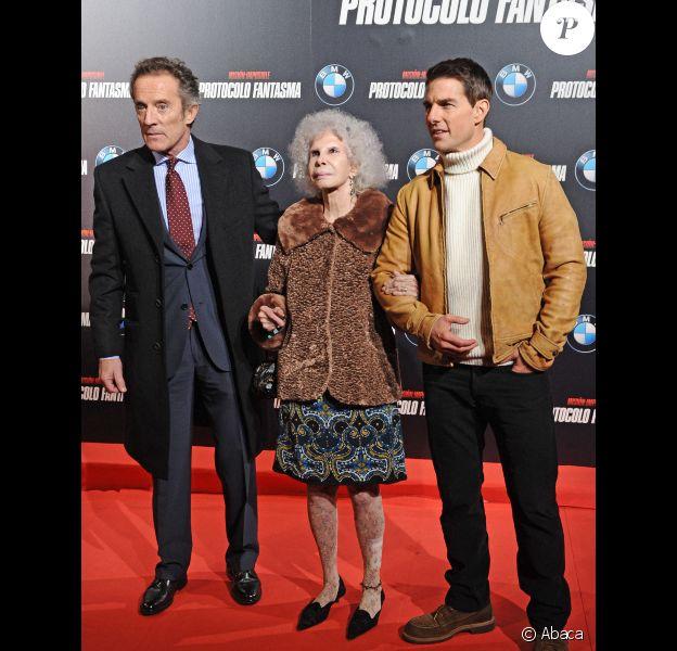 La duchesse d'Albe, son mari Alfonso Diez et Tom Cruise à l'avant-première de Mission : Impossible - Protocole Fantôme à Madrid, le 12 décembre 2011.