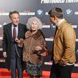 La duchesse d'Albe, son mari Alfonso Diez et Tom Cruise, à l'avant-première de Mission : Impossible - Protocole Fantôme à Madrid, le 12 décembre 2011.