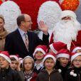 La princesse Charlene de Monaco et Albert de Monaco ont donné le sourire  aux enfants pour le Noël de Monaco organisé le 14 décembre 2011
