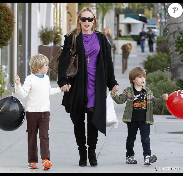 Sharon Stone et ses deux fils à Beverly Hills, le 24 décembre 2011.