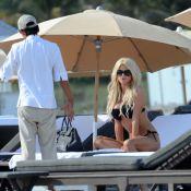 Victoria Silvstedt : Superbe et sexy en bikini, elle joue à la belle-mère