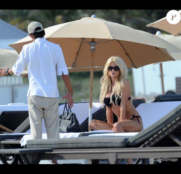 Victoria Silvstedt : une véritable déesse sur les plages de Miami le 26 décembre 2011