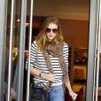 Rosie Huntington-Whiteley alterne avec brio les looks et les tendances. L'actrice anglaise est dernièrement tombée littéralement amoureuse de ces chaussures Azzedine Alaïa. Los Angeles, le 27 décembre 2011.