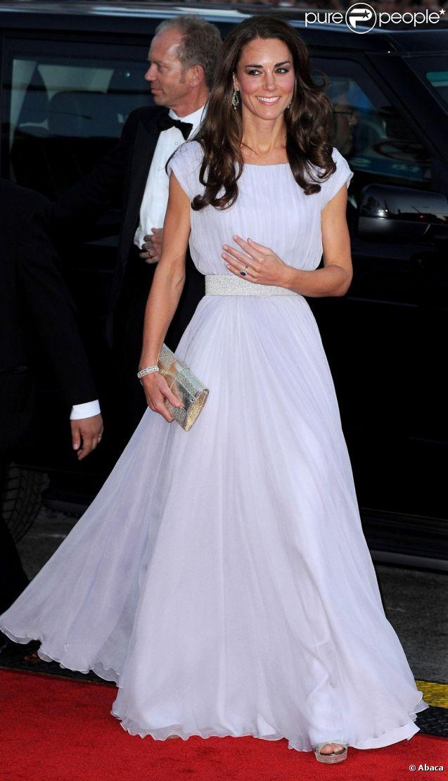 La duchesse de Cambridge, toujours lumineuse dans ses robes de gala, a été mentionnée par les magazines Vanity Fair et Vogue comme une des femmes les mieux habillées de l'année. La rédaction est sous le charme.