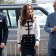 Kate Middleton apprécie le travail de Sarah Burton pour Alexander McQueen, dont elle continue de porter les créations jusqu'aujourd'hui. Birmingham, le 19 août 2011.