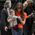 Les deux fashionistas de la famille Beckham, Victoria et Harper Seven, sont fréquemment repérées en train de faire des emplettes. New York, le 15 novembre 2011.