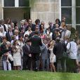 Jean-Marie Bigard et sa femme Lola Marois entourés de leurs familles, lors de leur mariage à la mairie du VIIe arrondissement de Paris, le 27 mai 2011, par Rachida Dati.