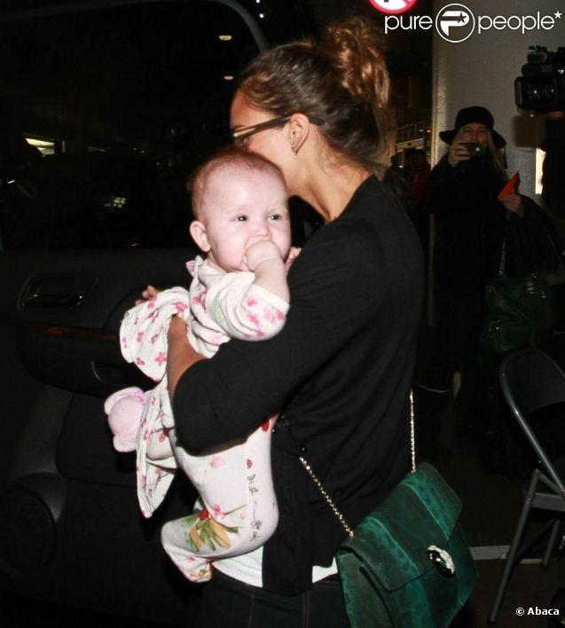 Jessica Alba et sa fille Haven à Los Angeles de retour d'un séjour au Mexique. Le 3 janvier 2011
