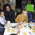 Lorie et Christian Karembeu dessinent avec les enfants lors du lancement de la 23ème opération Pièces Jaunes, à l'hôpital de Garches, le 5 janvier 2012
