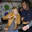 Lorie et Christian Karembeu s'amusent en savourant la galette, lors du lancement de la 23ème opération Pièces Jaunes, à l'hôpital de Garches, le 5 janvier 2012