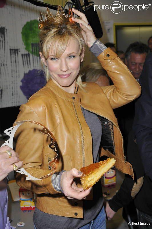 La belle Lorie lors du lancement de la 23ème opération Pièces Jaunes, à l'hôpital de Garches, le 5 janvier 2012