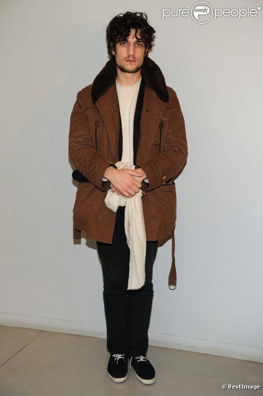 Louis Garrel assistait au défilé Giorgio Armani à Milan, le 17 janvier 2012.