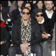 Le rappeur/acteur JoeyStarr était au premier rang du défilé Dior Homme à Paris, le 21 janvier 2012 avec une amie.
