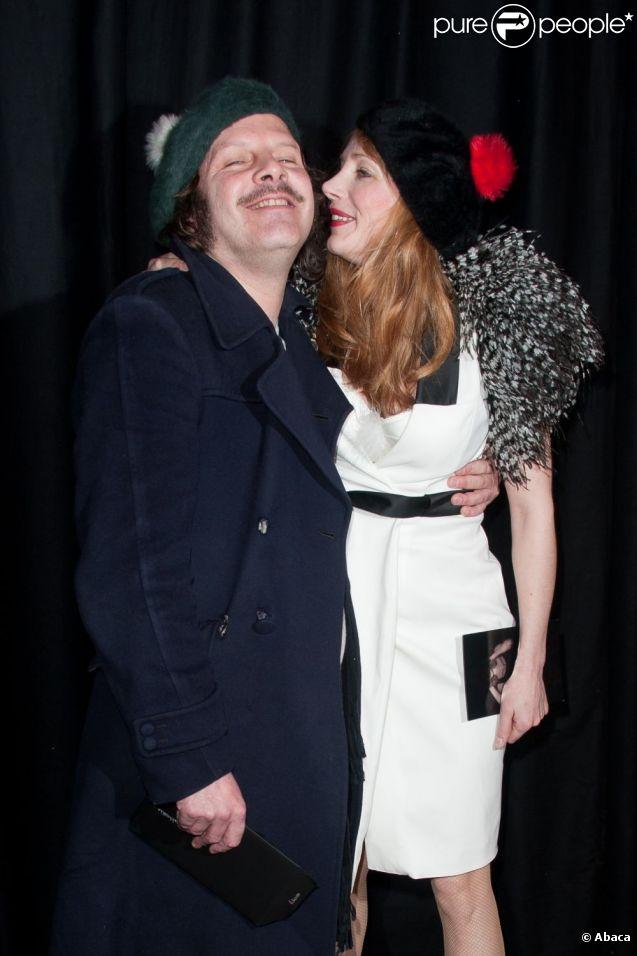 julie depardieu et philippe katerine lors du d fil etam lingerie paris le 23 janvier 2012. Black Bedroom Furniture Sets. Home Design Ideas