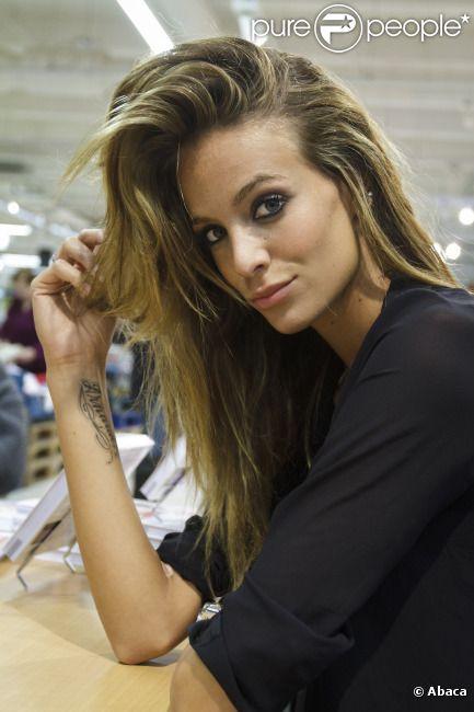 La belle Jade Foret, fiancée d'Arnaud Lagardère, au Carrefour Planet Bierges, le 11 janvier 2012 à Bruxelles. Elle y présentait son livre de premiers secours à prodiguer aux enfants
