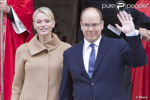 Le prince Albert de Monaco et la princesse Charlene lors des célébrations de sainte Dévote le 26 janvier 2012. Le 2 février, le souverain monégasque a officiellement présenté son épouse aux élus du Conseil national.
