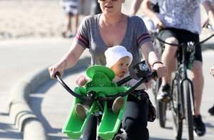 Pink : Attention, adorable bébé à bord !