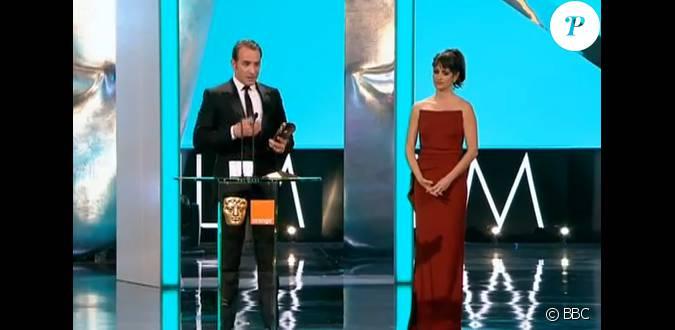 Jean dujardin recevant le bafta du meilleur acteur pour for Jean dujardin bafta
